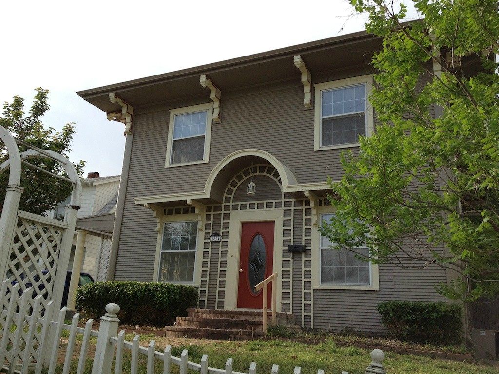 Tulsa colonial exterior paint job with lead paint dukes painting - Exterior paint jobs model ...